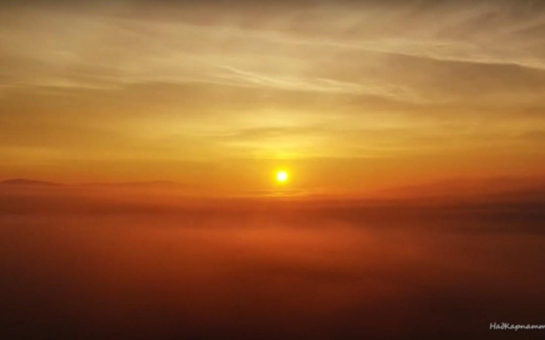 Kárpátalja ma: ködös napfelkelte a Nagy-ág fölött