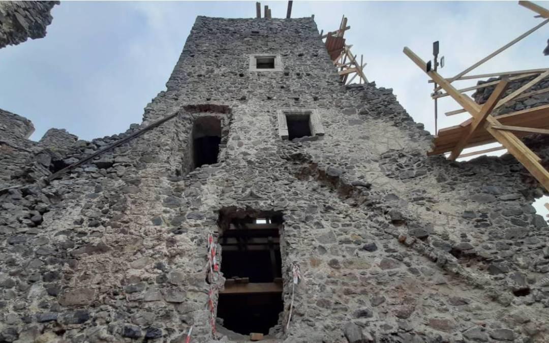 Kárpátalja ma: titkos pincét fedeztek fel a nevickei vár alatt