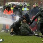 Hollandiában 130 embert tartóztattak le a kijárási tilalom elleni tüntetések miatt