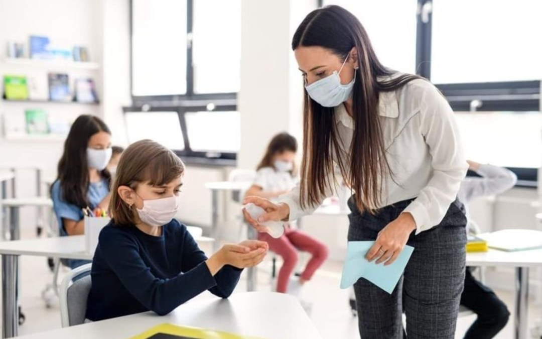Szlovéniában felmondhatnak a védettségi igazolással nem rendelkező tanároknak