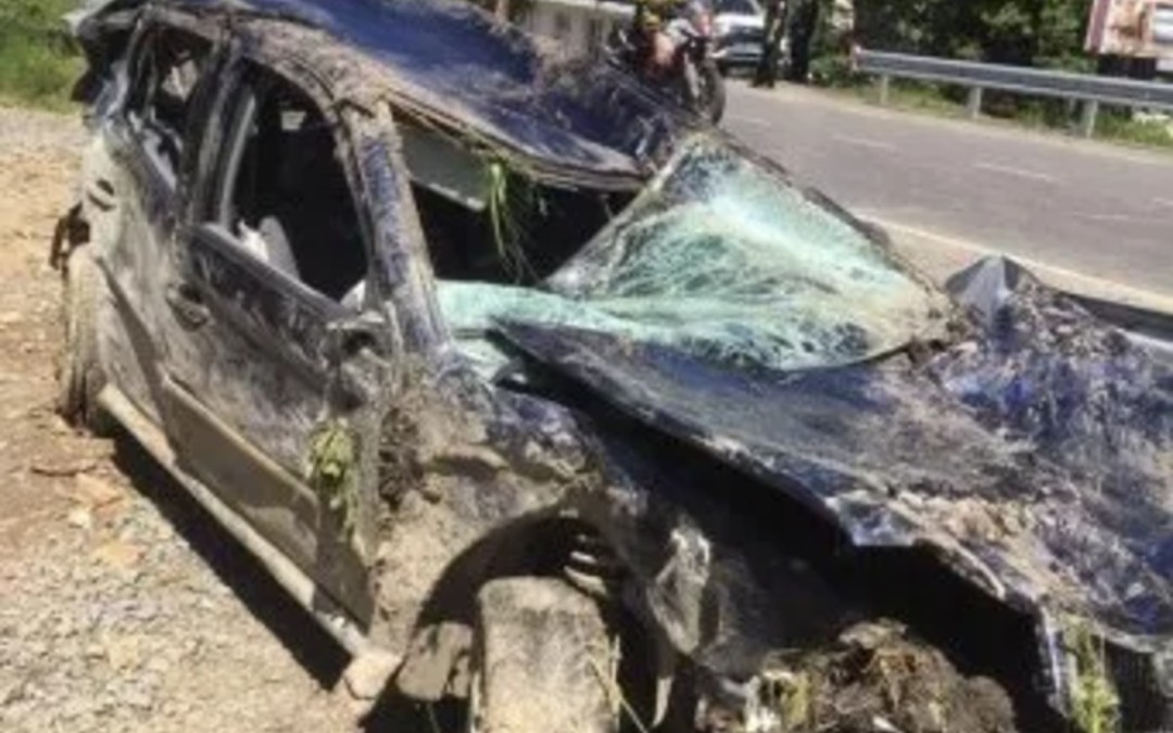Hét méter mély szakadékba zuhant egy személyautó a Munkácsi járásban