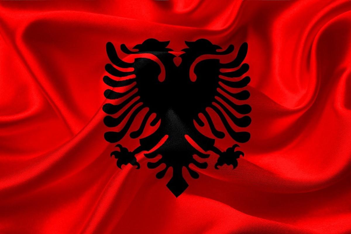 albán zászló