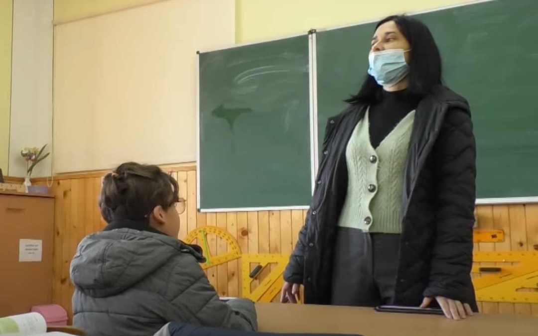 Fűtési szezon Kárpátalján: kabátban az iskolapadban