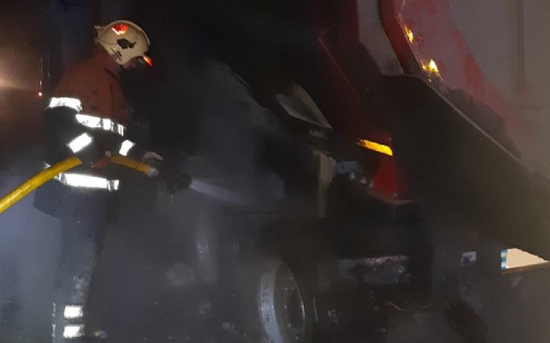 Kigyulladt egy kamion a Huszti járásban