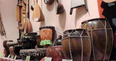 Национальные музыкальные инструменты и традиционная одежда народов Евразии
