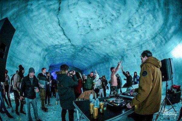 inside the glacier-karryon