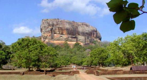Sigiriya_Apprach-560x305