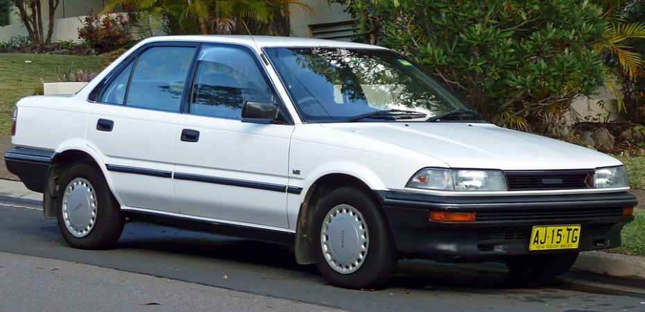 Illustration: Toyota Corolla (AE92) CS Sedan