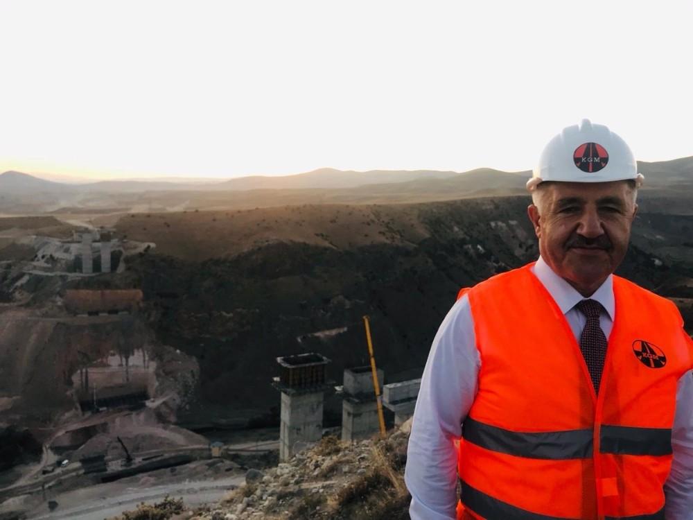 """Ulaştırma eski Bakanı Arslan açıkladı; """"O yol Kasım'da açılıyor"""""""