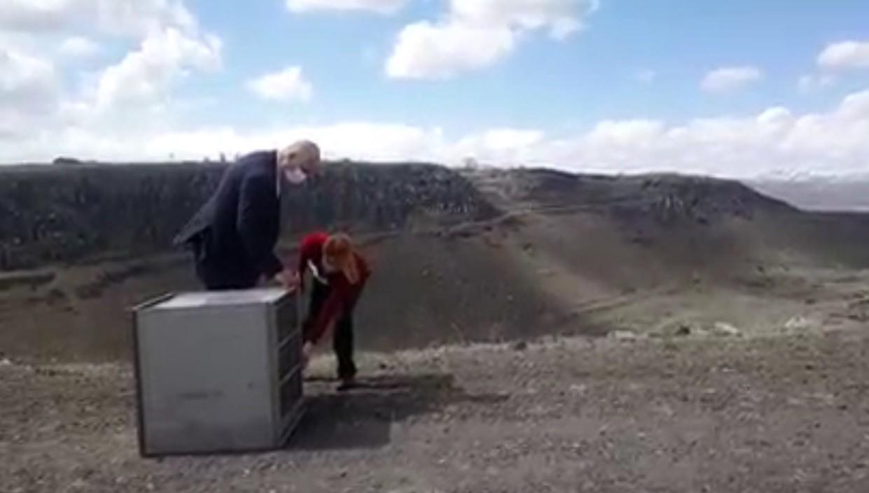 Kars'ta tedavisi tamamlanan akbaba doğaya bırakıldı
