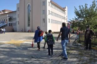 Kars'ta öğrencilerde ilk ders heyecanı