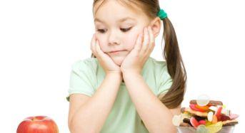Τι πρέπει να προσέχει ένας γονιός στο συχνό «τσιμπολόγημα» των παιδιών