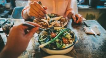 Τι μπορώ να τρώω έξω όταν κάνω δίαιτα