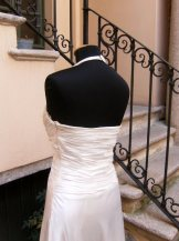 vestito da cerimonia bianco con drappeggio e stola