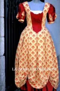 vestiti rinascimentali - vestiti stile 700 - vestiti in tessuto broccato - bicolore bordeaux e drappeggio - la camelia collezioni