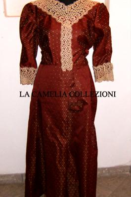 vestiti rinascimentali - vestiti stile 700 - vestiti in tessuto broccato - bordeaux e fiorellini oro - la camelia collezioni