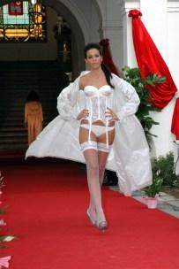 lingerie bianca e guepiere 1