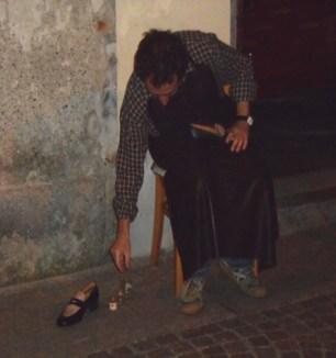 Tappa a Piazzetta Griona con il ciabattino
