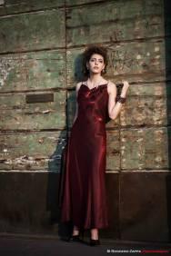 vestito da sera colore bordeaux cangiante con collana a polso la camelia collezioni