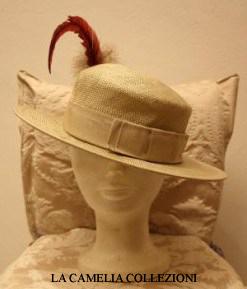 cappello in paglia con piuma rossa - collezione- la camelia collezioni