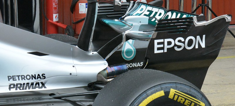 Mercedes F1 team tests double T-wing at Barcelona
