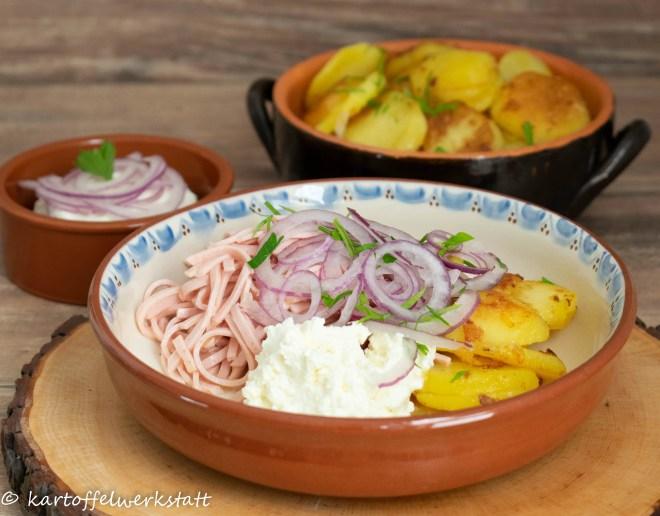 Wurstsalat mit Bratkartoffeln und Quark