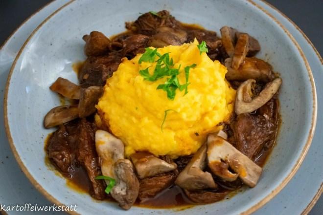 Kartoffel Kürbis Püree mit geschmortem Ochsenschwanz