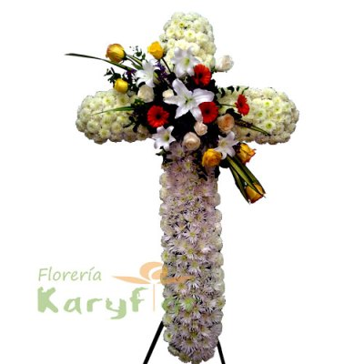 Elaborado con rosas importadas, lilium perfumado en el centro y fino follaje con parantes de fierro en forma de tripode. Incluye tarjeta dedicatoria impresa.