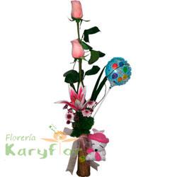 Florero de cerámica con 2 rosas y lilium. Incluye peluche variado, globo metálico Nº 9 y tarjeta de dedicatoria. Pueden adicionar Chocolates y más, ingresando a la opción REGALOS en la parte superior de la Pág. web.