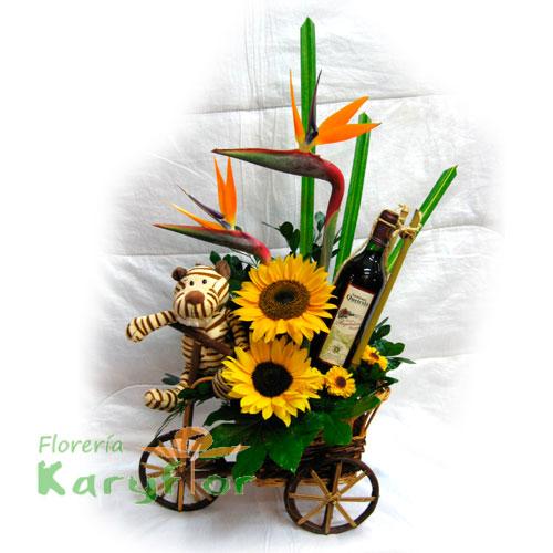 Triciclo de madera con Girasoles, peluche y vino. Incluye tarjeta de dedicatoria. Pueden agregar adicionales ingresando a opción REGALOS Pueden agregar adicionales ingresando a opción REGALOS.