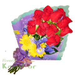 Hermoso ramo de 9 rosas, margaritas amarillas o astromelias, iris azul en papel importado, elegante lazo organza, tarjeta dedicatoria y preservante.