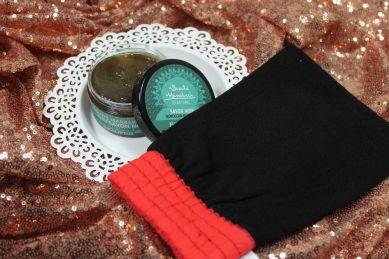 czarne mydło rękawica