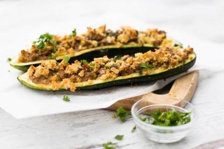 Zucchini gefüllt mit Hackfleisch