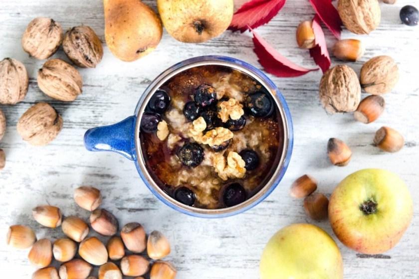 Frühstück-Haferflocken-mit-Obst-und-Nüssen-12
