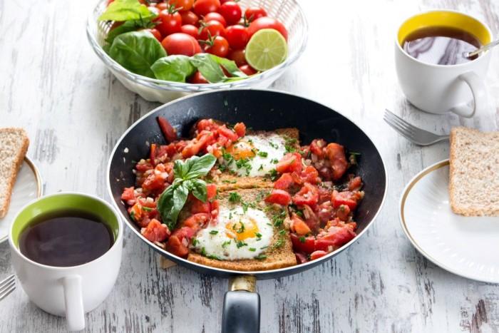 Frühstück-Spiegelei-Toastbrot-Tomaten-Frühstücksei-11