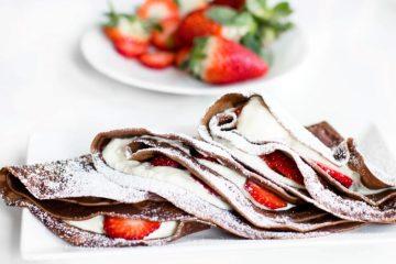 Schokoladen-Pfannkuchen-mit-Nutella-Quarkfüllung-und-Erdbeeren-Rezept-6