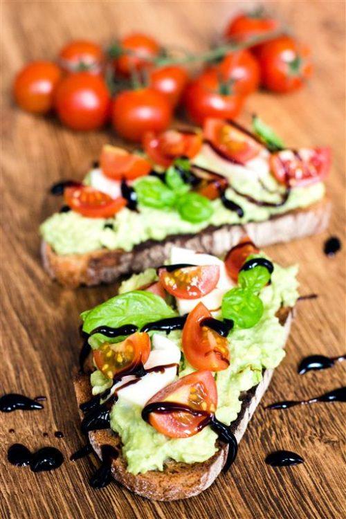 Caprese-Avocado-Brot-(getoastet)-Rezept-03
