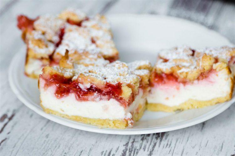 Quarkkuchen-mit-Erdbeeren-und-Streusel-Rezept-07