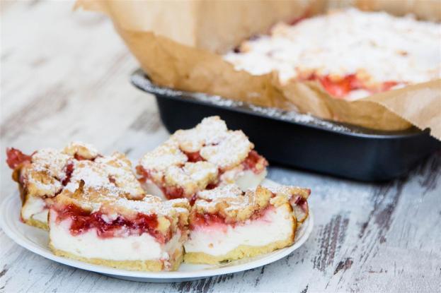 Erdbeer-Quark-Kuchen mit Streusel