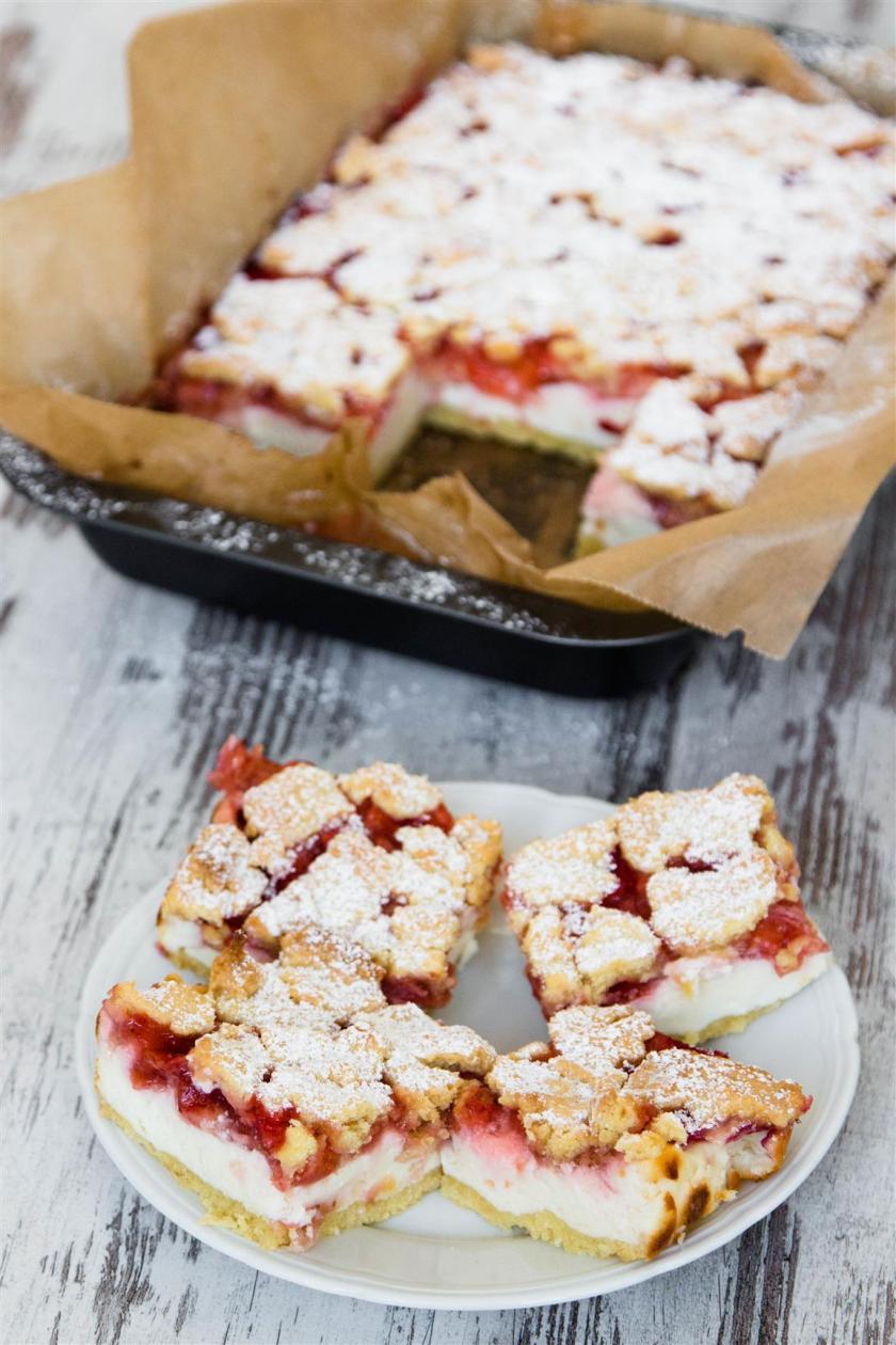 Quarkkuchen-mit-Erdbeeren-und-Streusel-Rezept-11
