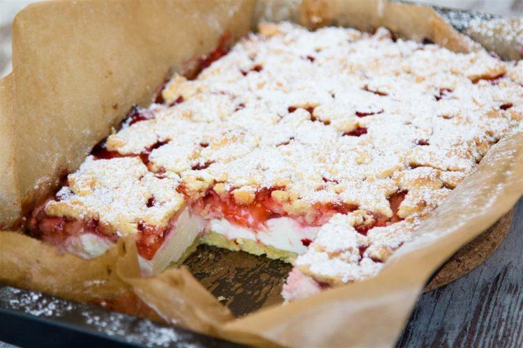 Quarkkuchen-mit-Erdbeeren-und-Streusel-Rezept-12