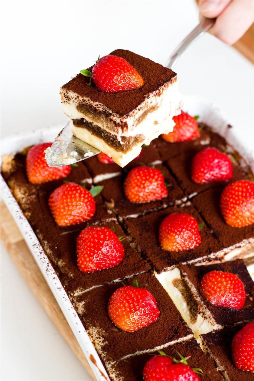 Schneller-Tiramisu-Käsekuchen-mit-Erdbeeren-Rezept-19