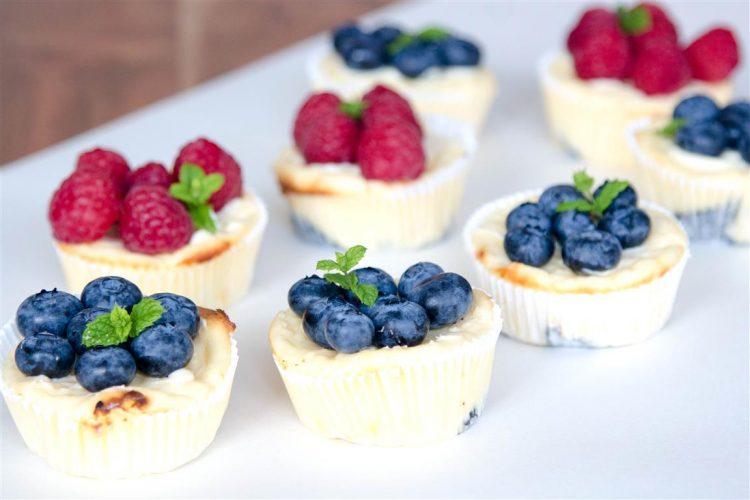 Quarkmuffins-mit-Oreoboden-und-Früchten-Rezept-08