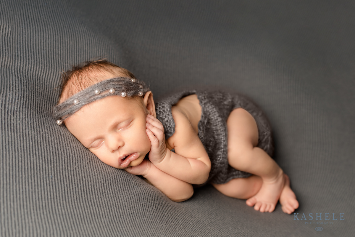 Side Pose for Guide to Newborn Poses post