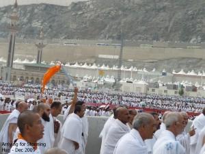 Huge Crowd Arriving for Stoning Shaitan