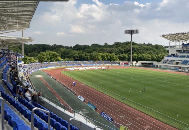 町田ギオンスタジアム バックスタンド 雨でも濡れない席 見え方 座席