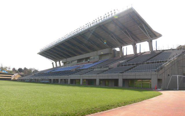 藤枝総合運動公園サッカー場 屋根 座席 芝生