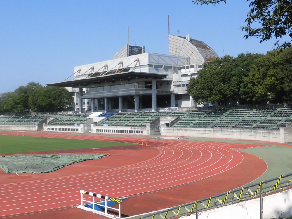 武蔵野陸上競技場 メインスタンド 座席 屋根