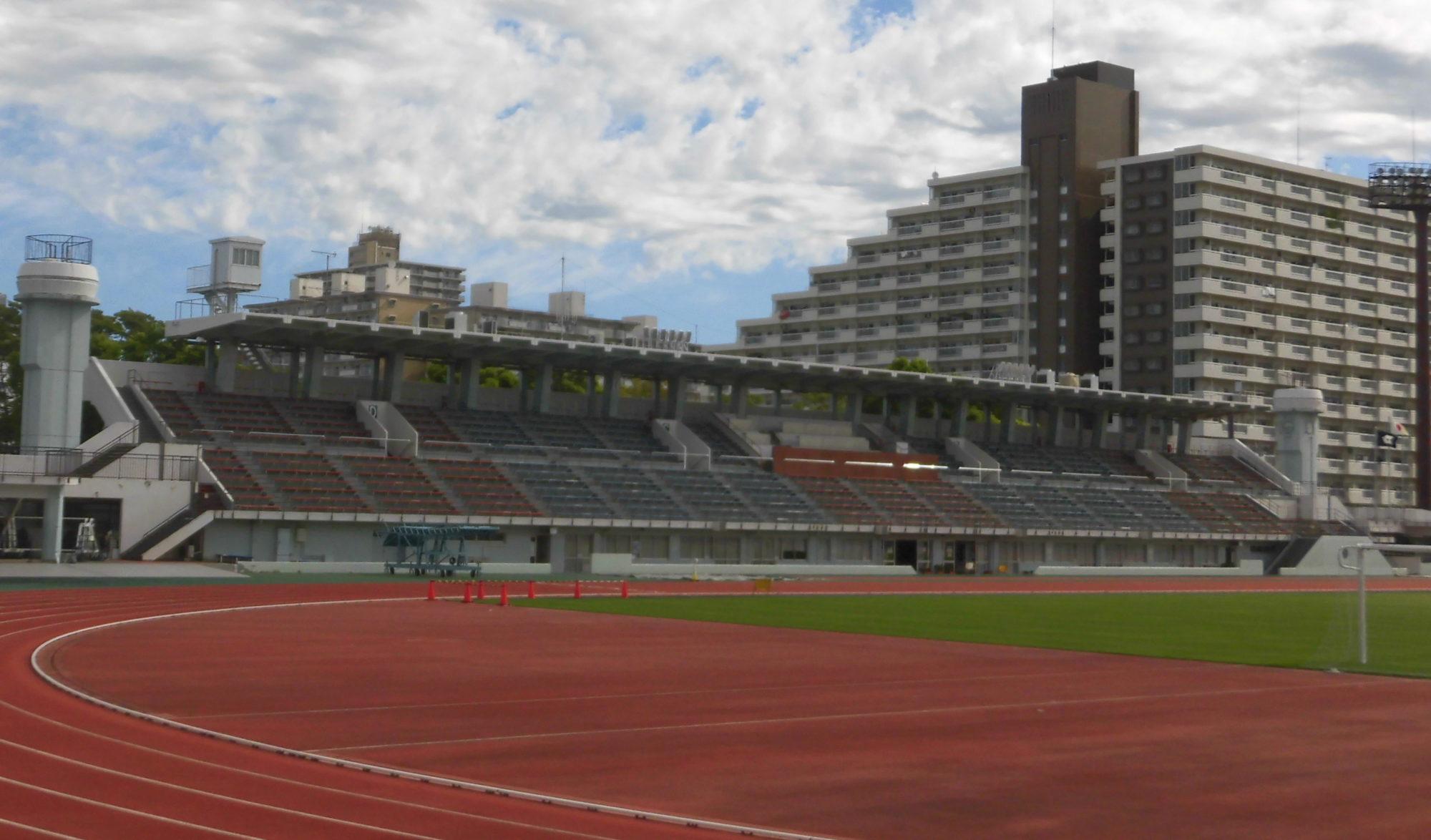 江戸川区陸上競技場 メインスタンド 屋根 大会