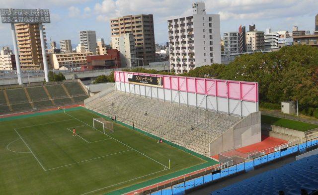 ゴール裏が非対称なスタジアム キンチョウスタジアム ゴール裏 関西大学リーグ 観戦記